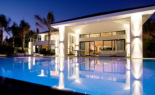 34102- Luxury contemporary villa in Los Monteros Marbella East