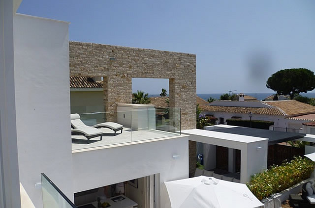 DHM34115 - Contemporary villa beachside El Rosario - €2.000.000