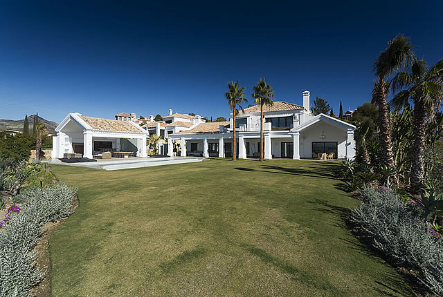 contemporary villa in Los Flamingos Benahavis Marbella