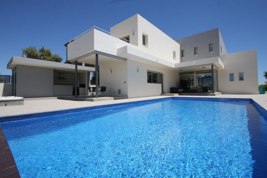 Modern Villa for sale in La Mairena Marbellla Spain