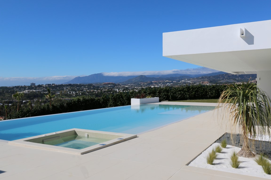 Contemporary villa in Lomas de Marbella