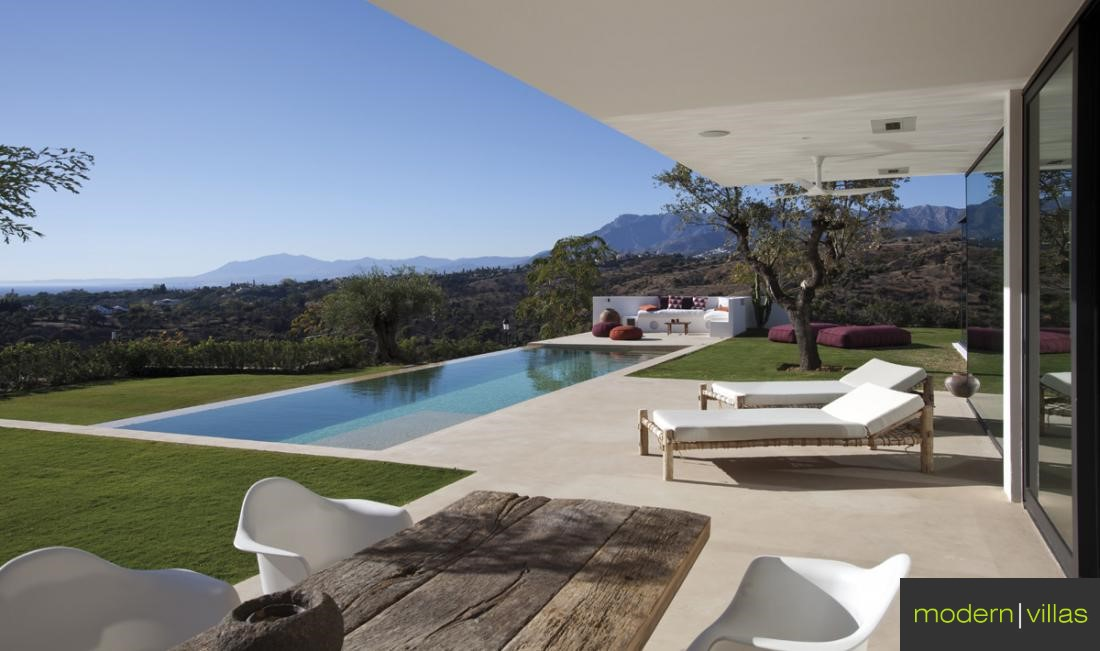 Contemporary Villa for sale in Elviria, Marbella