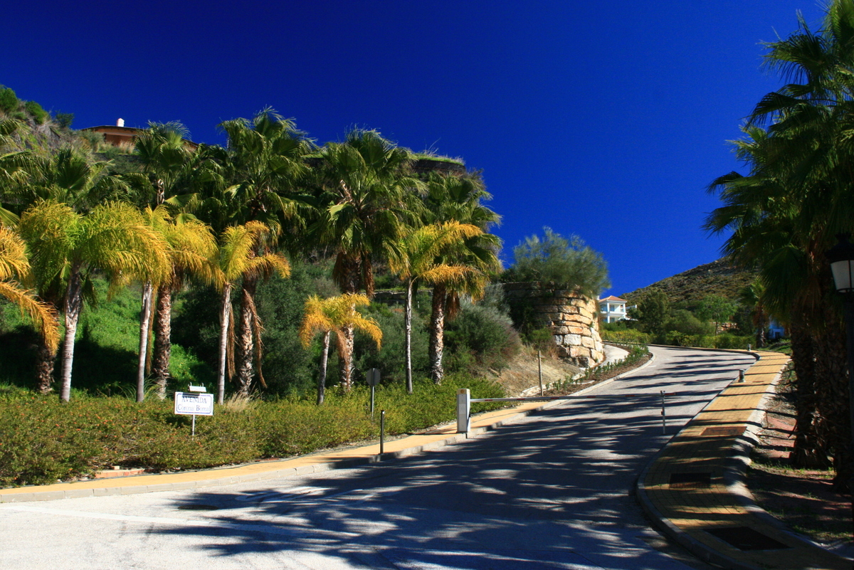 Walking distance to the Marbella Club Golf clubhouse